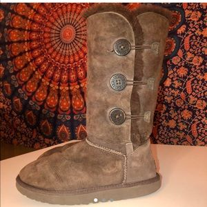 UGG – Bailey Button Triplet Button Boot